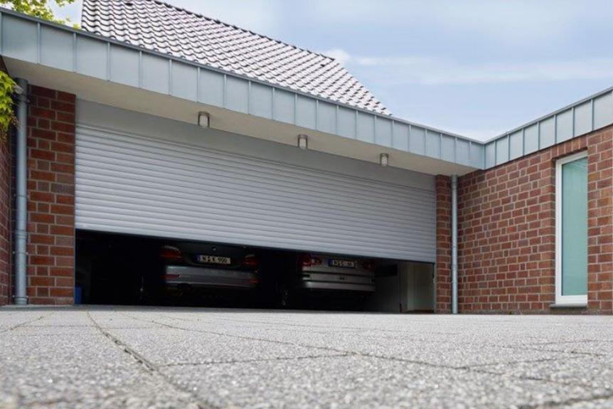 Porte de garage - menuiseries à Grenoble